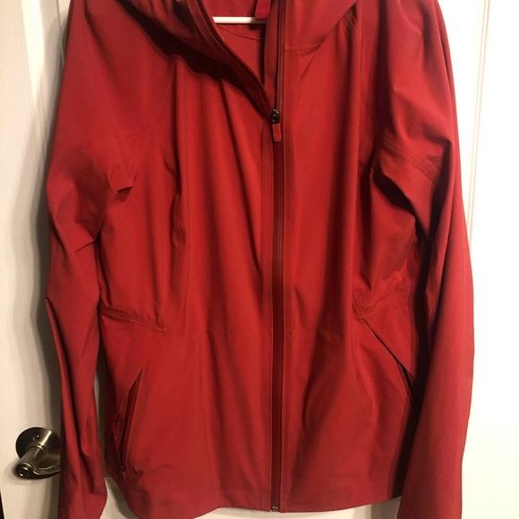 Like new lululemon sz 12 break a trail jacket